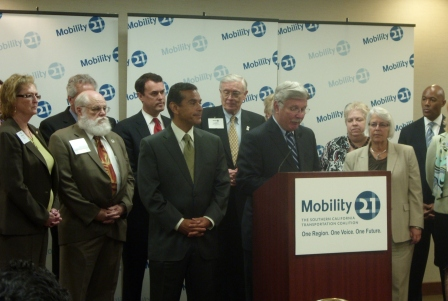 Art Leahy, CEO, Los Angeles County Metropolitan Transportation Authority, speaks at the Mobility 21 press conference on Monday, September 21, alongside Los Angeles Mayor Antonio Villaraigosa. California Transportation Secretary Dale Bonner is at the far right.