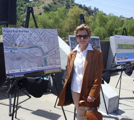 2011 04 14 Joanne Hedge at Riverwalk Groundbreaking